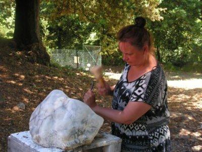 Hester Glasbergen sculpting alabaster